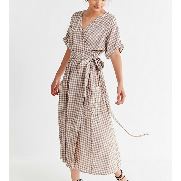 b3f60e59f8 UO Gabrielle linen gingham midi wrap dress